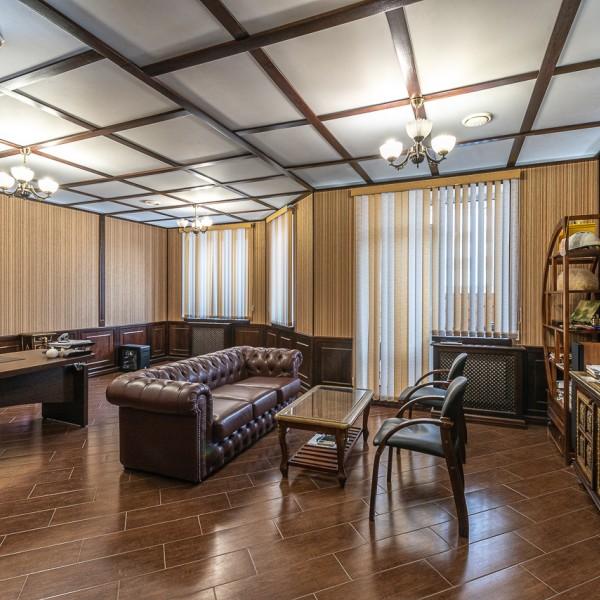офисное помещение с отдельным входом, ул. Луганская, 2