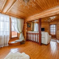 Деревянный дом в живописном месте (д.Космакова)